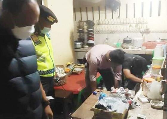 Nusabali.com - resahkan-warga-polisi-gerebek-warung-arak