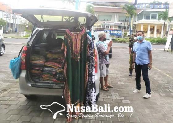 Nusabali.com - pedagang-pakaian-dengan-mobil-bermunculan-di-legian