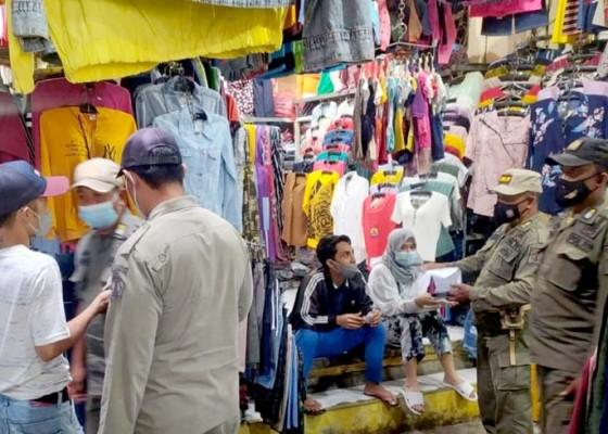 Nusabali.com - sidak-kartu-vaksin-covid-19-satpol-pp-dan-polisi-sasar-pasar-umum