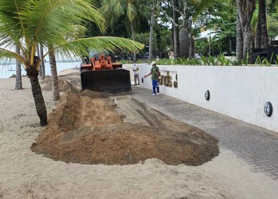 Nusabali.com - dinas-lhk-tangani-abrasi-di-pantai-kuta