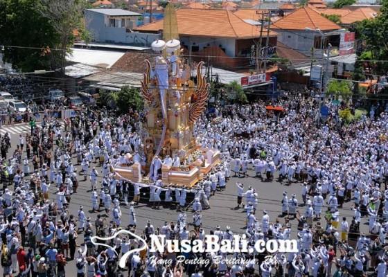 Nusabali.com - pelebon-ida-pedanda-nabe-dwija-libatkan-720-pengayah