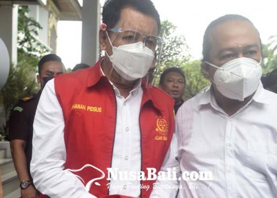 Nusabali.com - mantan-kadis-kebudayaan-denpasar-ditahan-jaksa