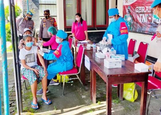 Nusabali.com - tim-kesehatan-tabanan-kembali-sweeping-data-sasaran-vaksinasi-covid-19-bertambah-374888