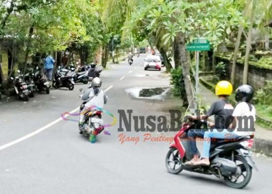 Nusabali.com - diremas-pria-misterius-paha-guru-kontrak-membiru