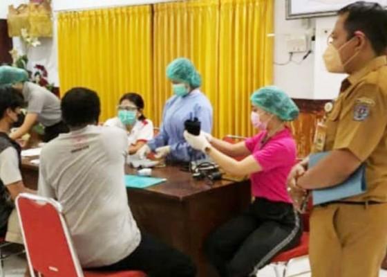 Nusabali.com - kasus-aktif-covid-19-di-denpasar-tinggal-046-persen