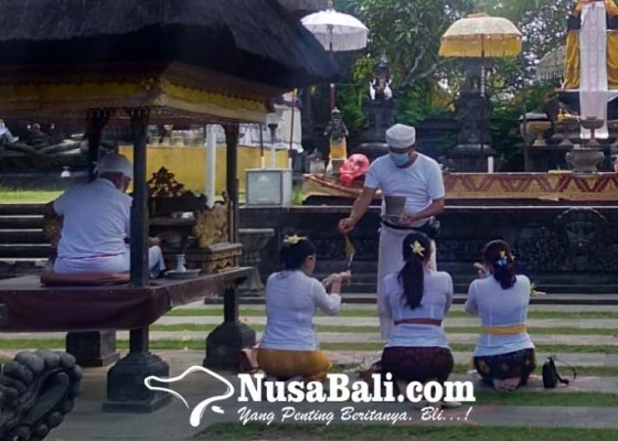 Nusabali.com - jumlah-pamedek-pura-candi-narmada-merosot-70-persen