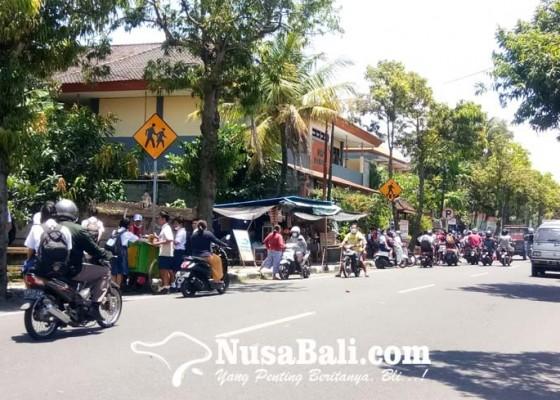Nusabali.com - orangtua-pertanyakan-angkutan-siswa-gratis