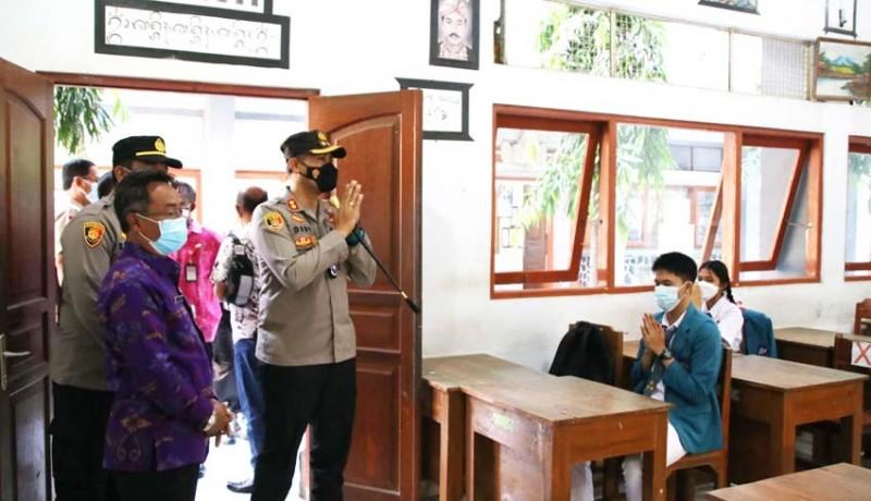 www.nusabali.com-kapolres-badung-cek-penerapan-prokes-di-sman-1-mengwi