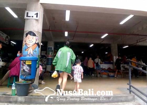 Nusabali.com - uji-coba-pedulilindungi-di-pasar-badung-tunggu-qr-code