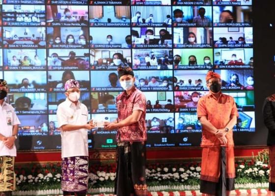 Nusabali.com - koster-gelontor-rp-15-m-bagi-siswa-berprestasi