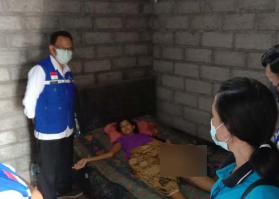 Nusabali.com - keluarga-juniani-penderita-tumor-di-desa-joanyar-diupayakan-dapat-pkh