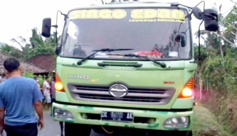 www.nusabali.com-hendak-kerja-pemotor-tewas-dilindas-truk