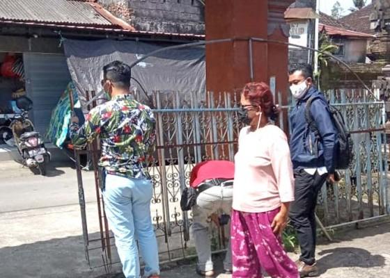 Nusabali.com - pintu-rumah-dirusak-warga-lapor-ke-polisi