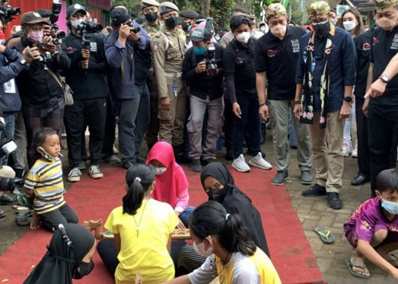 Nusabali.com - menparekraf-anak-masuk-tempat-wisata-sesuai-diskresi-pemda