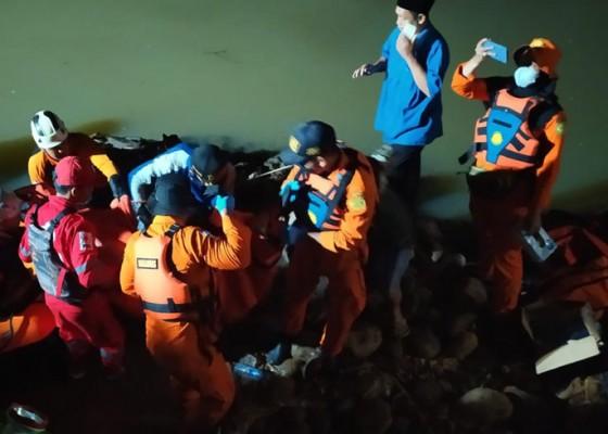 Nusabali.com - 11-siswa-mts-tewas-tenggelam-saat-susuri-sungai-cileueur