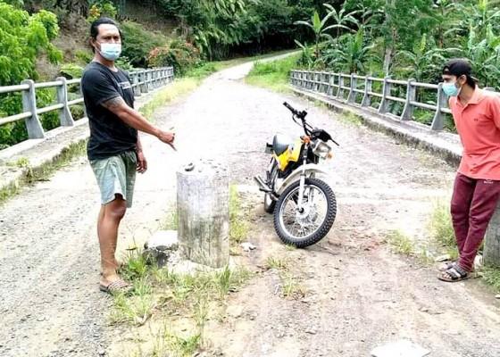 Nusabali.com - jembatan-dipasang-portal-tuai-keluhan