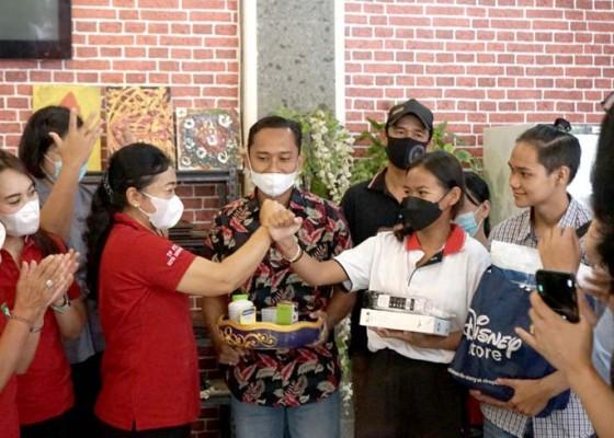 Nusabali.com - pemkot-denpasar-serahkan-bantuan-csr-bpd-bali