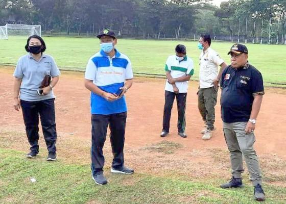 Nusabali.com - jelang-perguliran-grup-a-liga-3-bali-bupati-tamba-cek-stadion-pecangakan