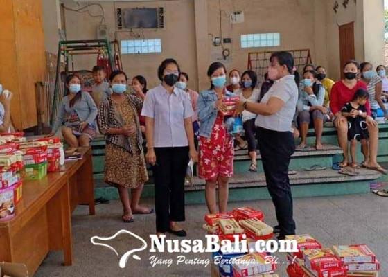 Nusabali.com - 50-bumil-di-desa-purwakerti-dapat-bantuan-pmt