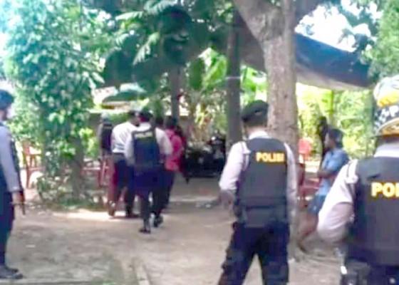 Nusabali.com - polisi-bongkar-kalangan-tajen-di-lokapaksa