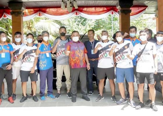 Nusabali.com - ps-jembrana-dibantu-bupati-rp-125-juta
