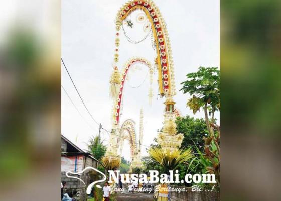 Nusabali.com - harga-penjor-mencapai-rp-8-juta-pasang-pakai-crane
