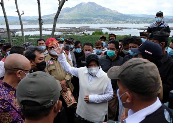 Nusabali.com - mensos-risma-janjikan-perahu-dan-tenda-pengungsian-aman-untuk-warga-trunyan