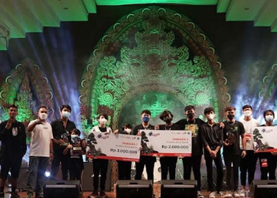 Nusabali.com - tri-brothers-juara-student-band-battle-dyouth-festival