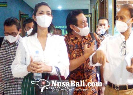 Nusabali.com - zainal-tayeb-siap-berikan-restoran-rp-12m-ke-korban