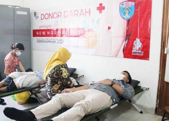 Nusabali.com - imigrasi-singaraja-gelar-donor-darah