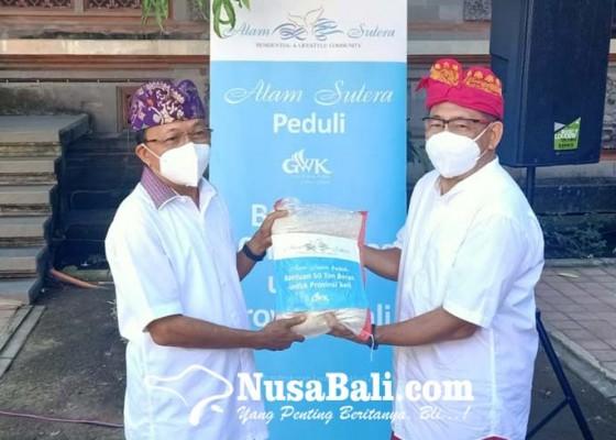 Nusabali.com - gubernur-bali-terima-50-ton-beras-dari-gwk