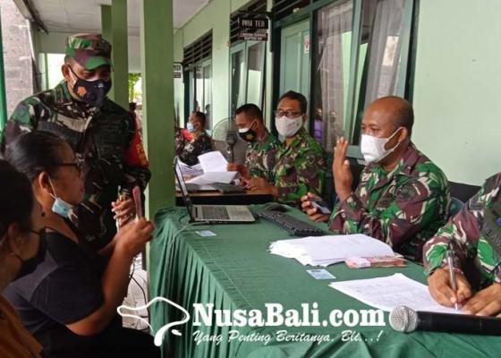 Nusabali.com - ratusan-pedagang-kaki-lima-cairkan-bantuan-tunai