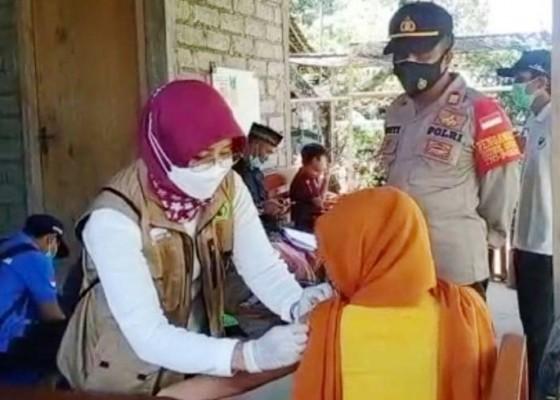 Nusabali.com - vaksinasi-door-to-door-sasar-warga-air-anakan