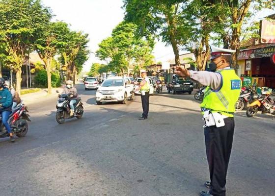 Nusabali.com - arus-lalu-lintas-mulai-padat-polisi-kembali-siaga-di-pos-rawan