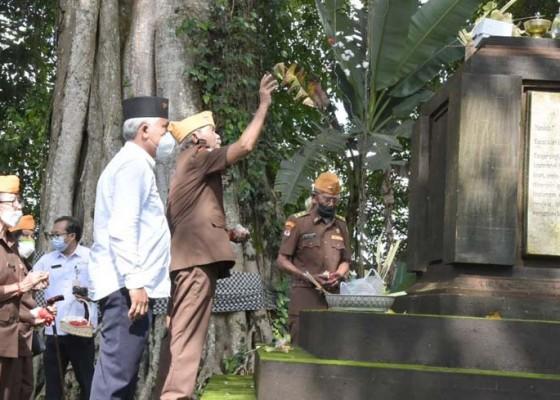 Nusabali.com - peringati-sumpah-pemuda-pemkot-ziarah-ke-monumen-pahlawan-i-gusti-ngurah-rai
