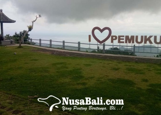 Nusabali.com - bukit-pemukuran-suguhkan-indahnya-panorama-perbukitan-dan-lautan