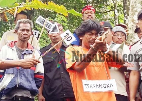 Nusabali.com - kasus-penembakan-sepupu-disangka-monyet-jalani-rekonstruksi-18-adegan