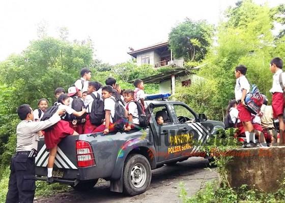 Nusabali.com - mobil-polsek-antar-jemput-siswa