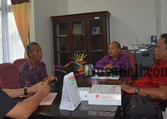 Nusabali.com - diberhentikan-kadus-sambangan-masadu-dprd