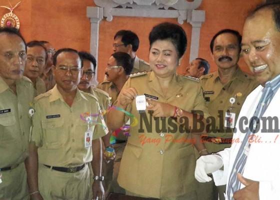 Nusabali.com - bupati-dan-pejabat-dites-urine-19-positif
