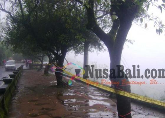 Nusabali.com - retak-penelokan-dipasang-garis-polisi