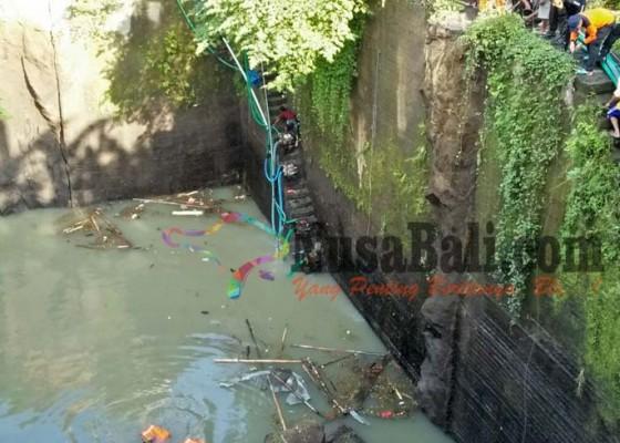Nusabali.com - 6-penyelam-gagal-temukan-buruh-galian-c
