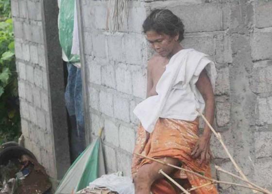 Nusabali.com - tinggal-di-toilet-umum