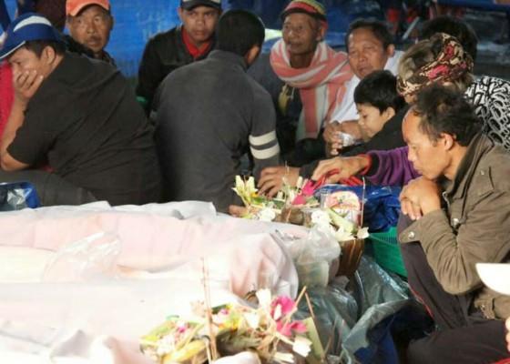 Nusabali.com - jro-wayan-wirtana-guru-kontrak-yang-kehilangan-anak-dan-istrinya