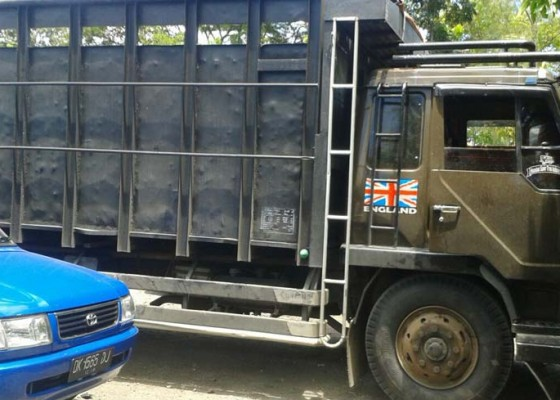 Nusabali.com - polisi-amankan-ganja-22-kg-di-antara-tumpukan-besi