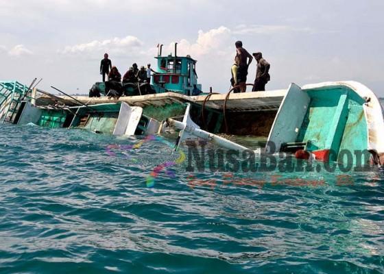 Nusabali.com - kapal-mitra-bahari-10-ditenggelamkan-di-tanjung-benoa