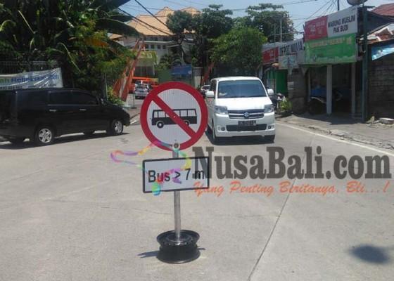 Nusabali.com - bus-7-meter-akan-dilarang-melintas-di-kuta