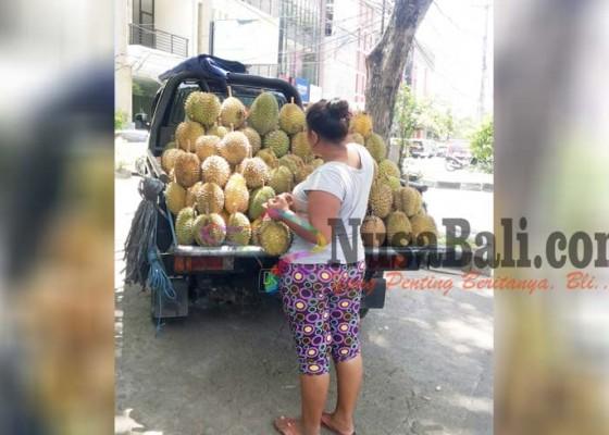 Nusabali.com - diganggu-cuaca-harga-durian-melambung