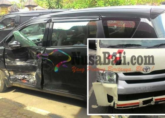 Nusabali.com - ambulans-plat-merah-terlibat-kecelakaan
