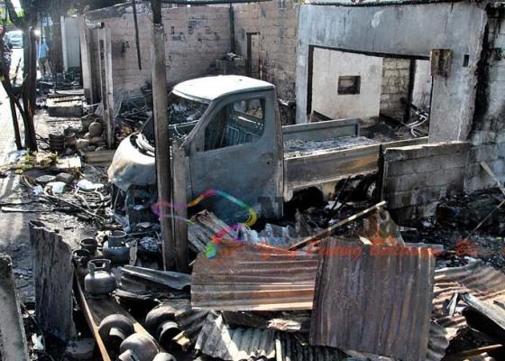 Nusabali.com - ruko-terbakar-pemiliknya-tewas-terpanggang
